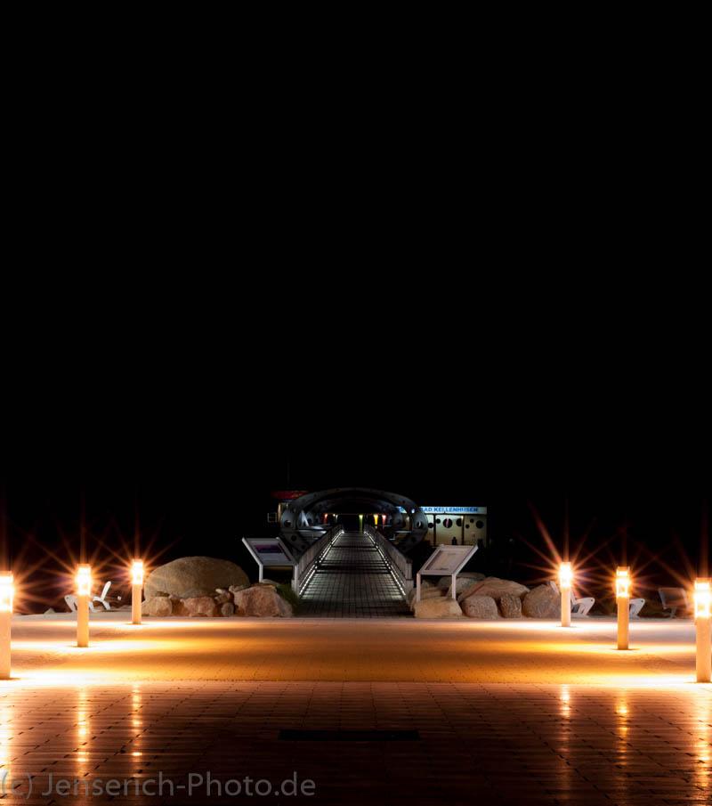 Die Seebrücke in Kellenhusen bei Nacht