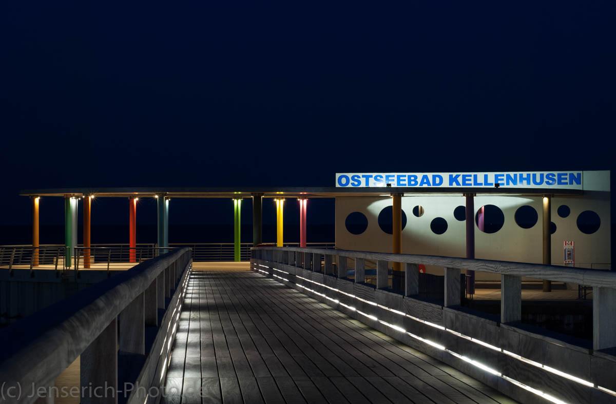 Die Seebrücke in Kellenhusen zur blauen Stunde