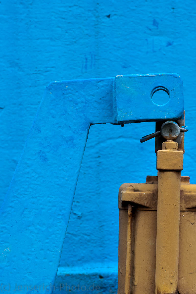 Blau und Gelb im Kontrast