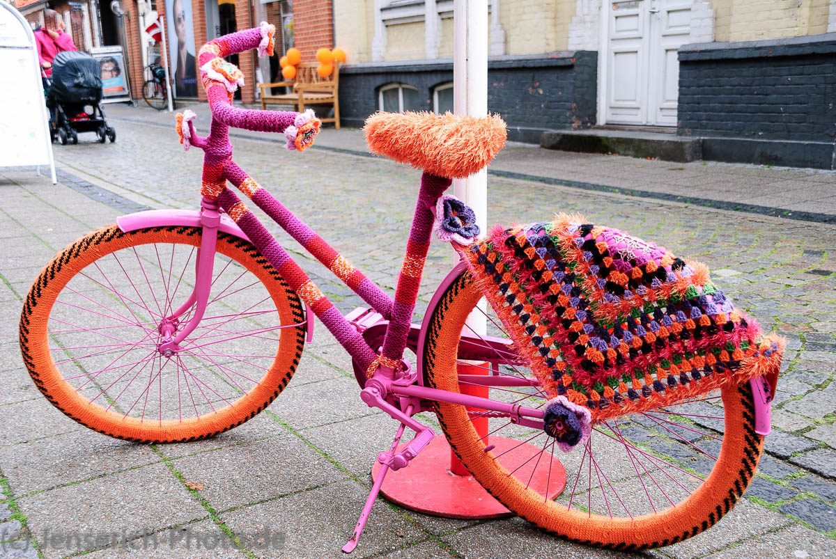 Schön warm - Fahrrad im Strickmantel in Ringkøbing - Ringköbing - Danmark - Dänemark
