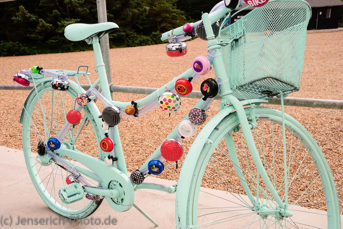 Klingelfahrrad - Ein Fahrrad mit Klingeln übersät
